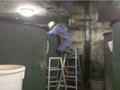 タンク内清掃作業